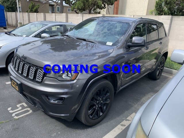 Huntington Beach Jeep >> Pre Owned 2017 Jeep Grand Cherokee Altitude 4wd