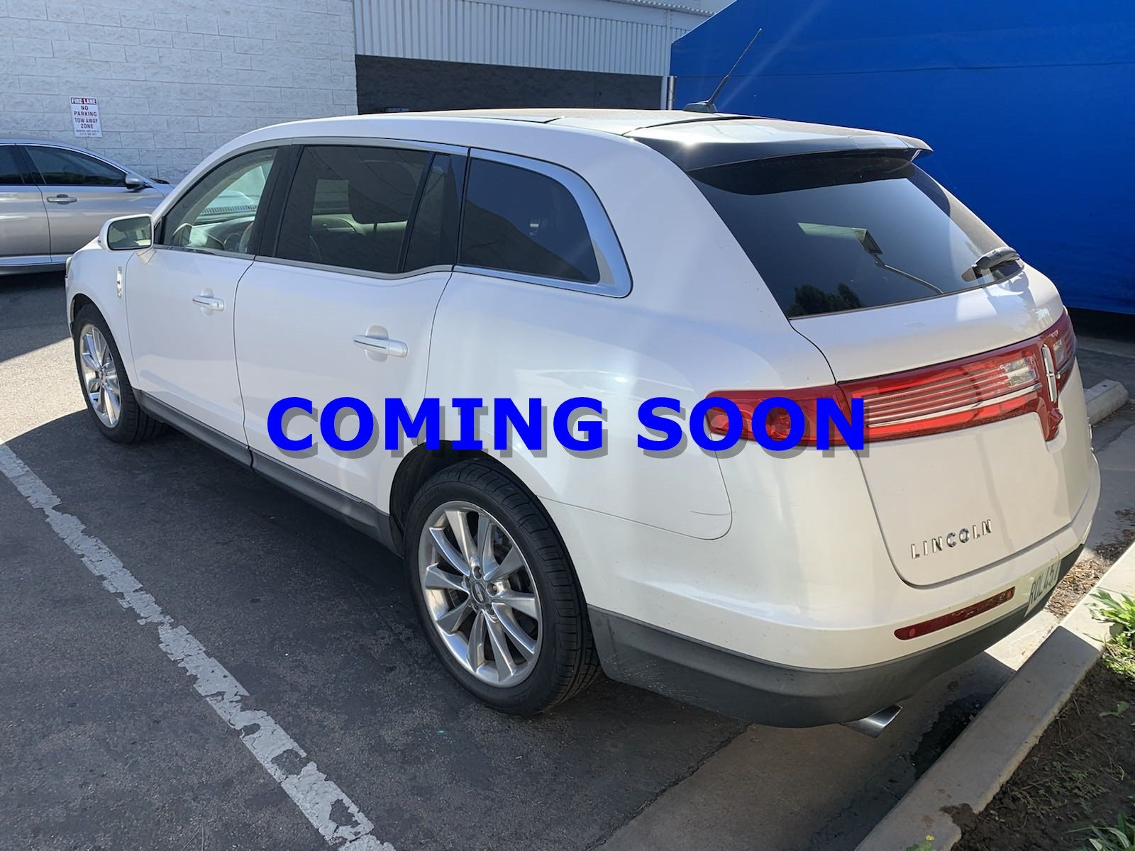 Pre-Owned 2011 Lincoln MKT w/EcoBoost