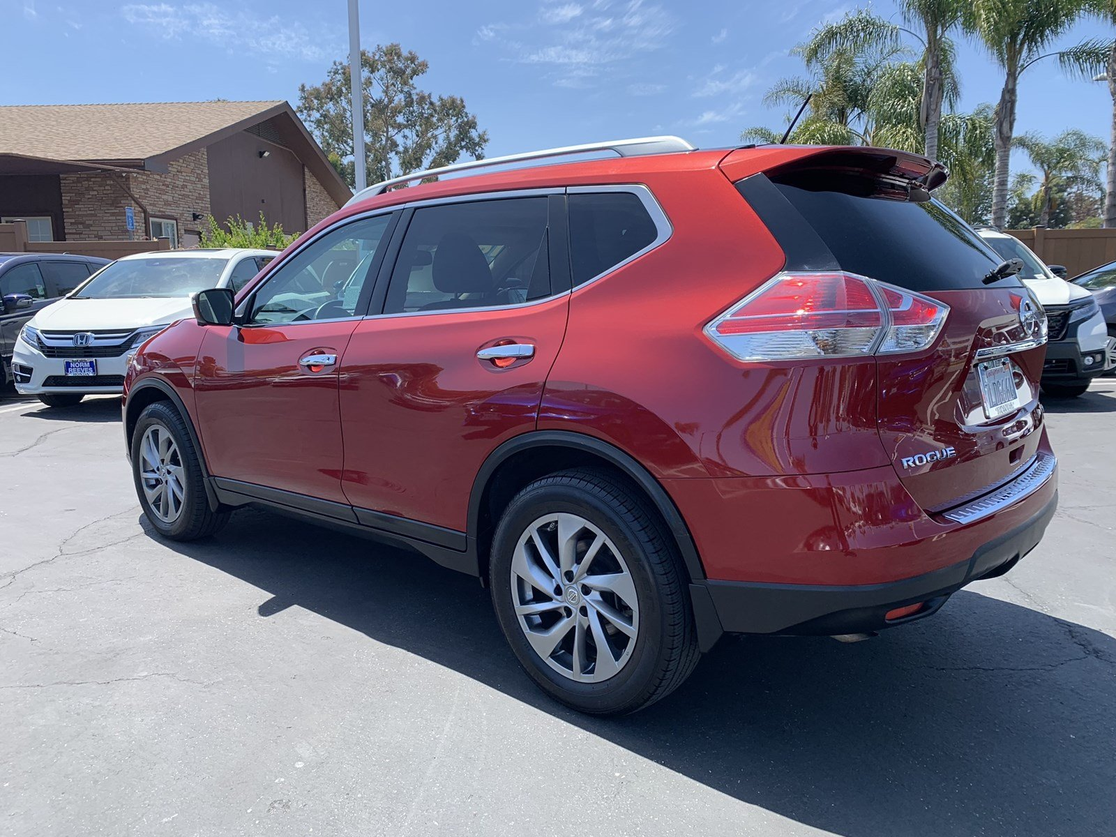 Pre-Owned 2015 Nissan Rogue SL